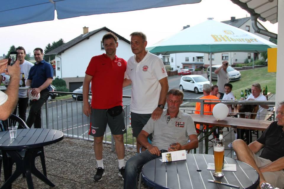 Eintracht_Frankfurt_Traditionself_30